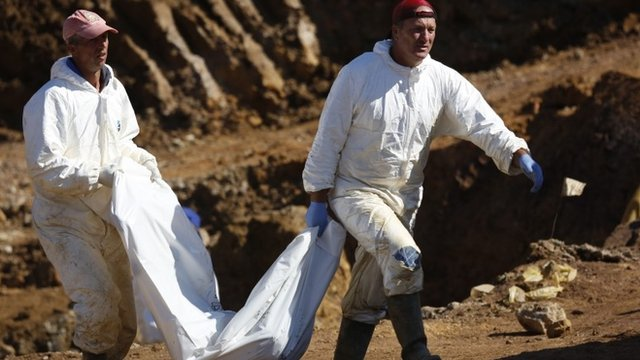 Huge Bosnia mass grave excavated