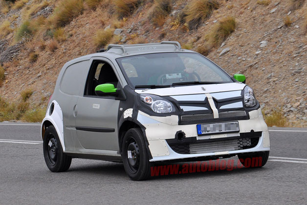 Spy Shots: 2015 Smart ForFour caught in early testing
